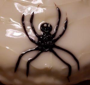 Halloween-Spinne aus Zuckerschrift